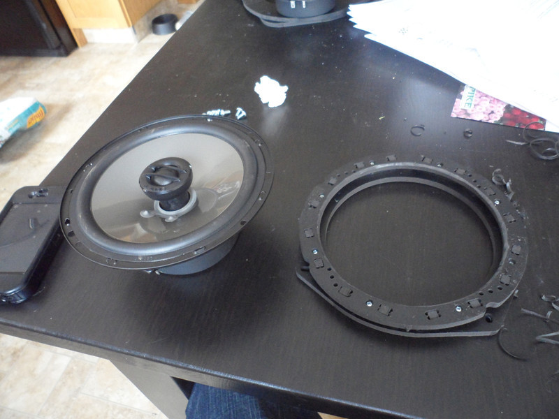 "Comparison: <br> Left: Aftermarket speaker <br> Right: Speaker adapter bracket  from  <a href=""http://www.car-speaker-adapters.com/items.php?id=SAK033""> Car-Speaker-Adapters.com</a>"