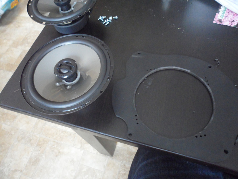 "Comparison: <br> Left: Aftermarket speaker <br> Right: Speaker adapter plate   from  <a href=""http://www.car-speaker-adapters.com/items.php?id=SAK053""> Car-Speaker-Adapters.com</a>"