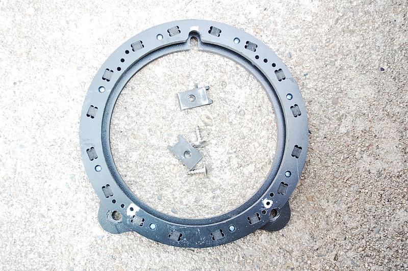 "Speaker bracket  from  <a href=""http://www.car-speaker-adapters.com/items.php?id=SAK028""> Car-Speaker-Adapters.com</a>"
