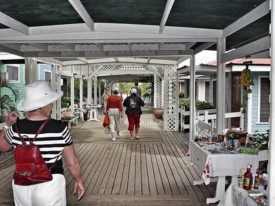 Las Palmas Beachfront Resort Restaurant on Roatan Island
