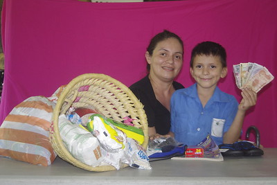 AN 350 Johan Eliezer Lopez (Figueroa) OC22490 two   mom in picture