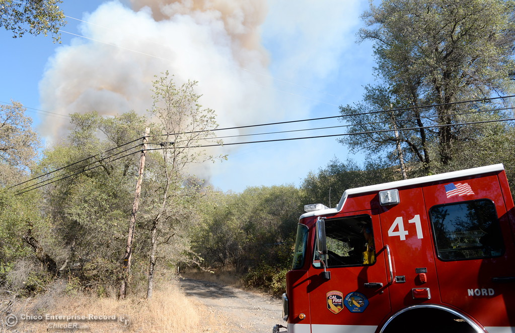 . Engine 41 arrives on scene of a fire that started near 2485 Honey Run Road and ran up Butte Creek Canyon toward lower Paradise, Calif. Monday Oct. 9, 2017. (Bill Husa -- Enterprise-Record)