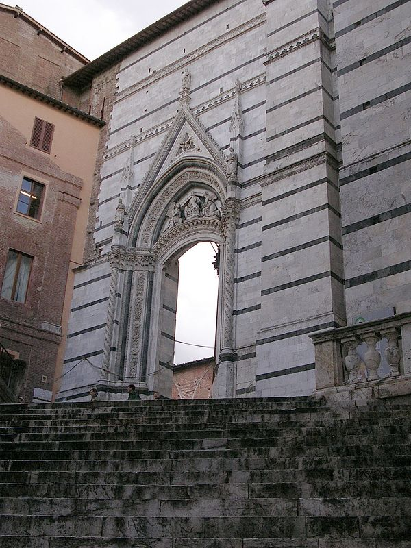 Steps to the Duomo.