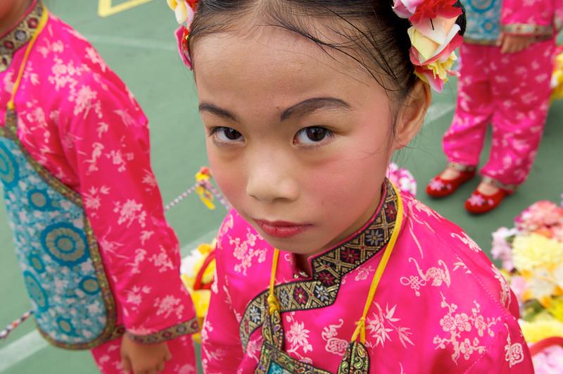 Enfant costumée pour la fête des Petits pains (Bun Festival) sur l'ile de Cheung Chau. Hong Kong/Chine/