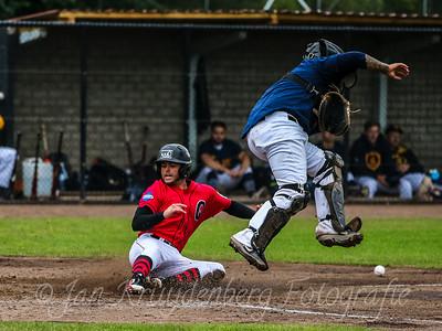 25-07-2020: Honkbal: Quick Amersfoort v HCAW: Amersfoort Openingswedstrijd Hoofdklasse (L-R) Jordy Burger of Quick scoort, Catcher Rodney Daal of HCAW komt te laat