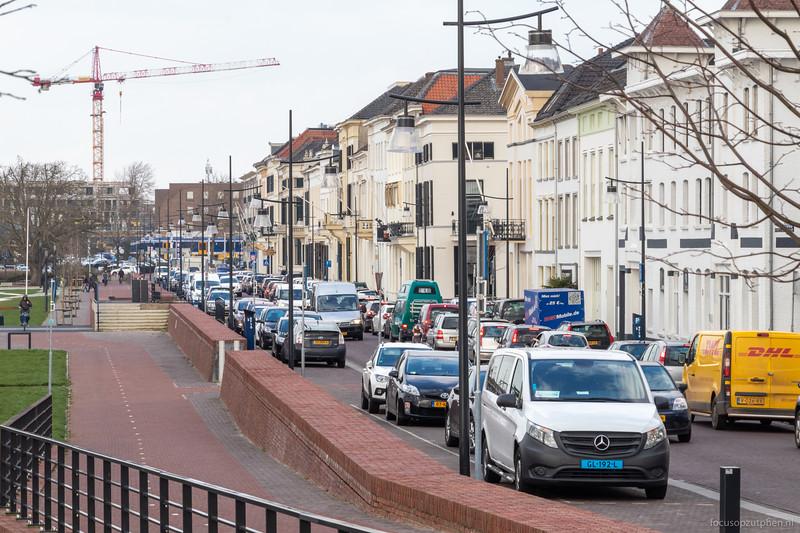 7 maart 2020 - file op de IJsselkade vanwege brugopening