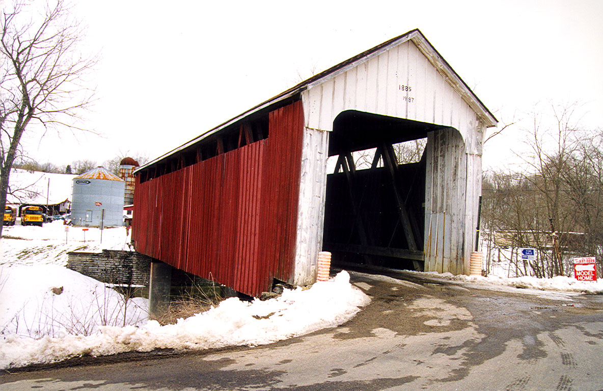 Snow Hill Covered Bridge, Franklin County, Indiana.  Photographed March 13, 1999.