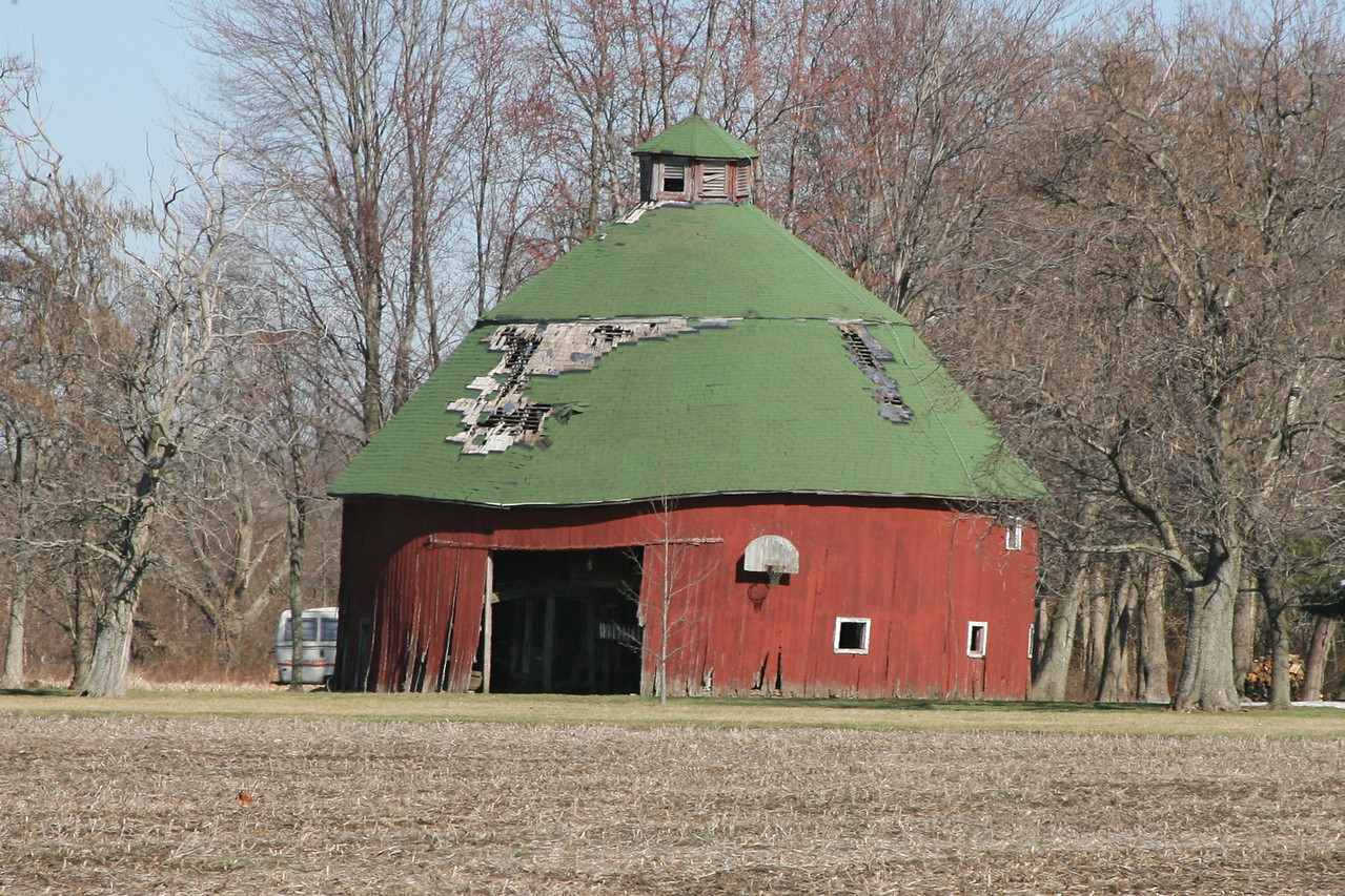 Round barn south of Pimento, Vigo County, Indiana.  March 2007.