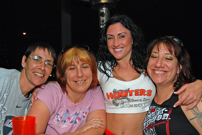 0018 Sue Corey Dominique and Wendy at Daytona Beach Hooters