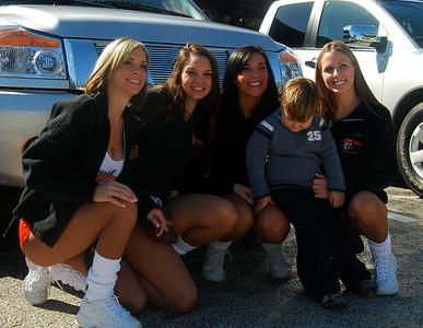 14 Hooter Girls with Fan