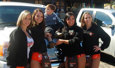 09 Hooter Girls with Fan