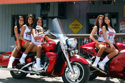 030 Ashley and friends at the Hooters of Casselberry Floriday