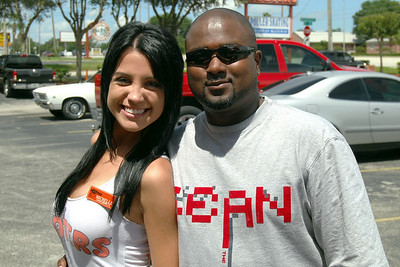 033 Christian and Michelle at Hooters of Casselberry Florida