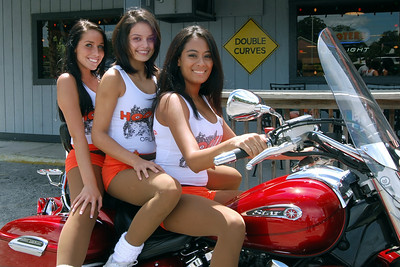 025 Ashley and friends at the Hooters of Casselberry Floriday