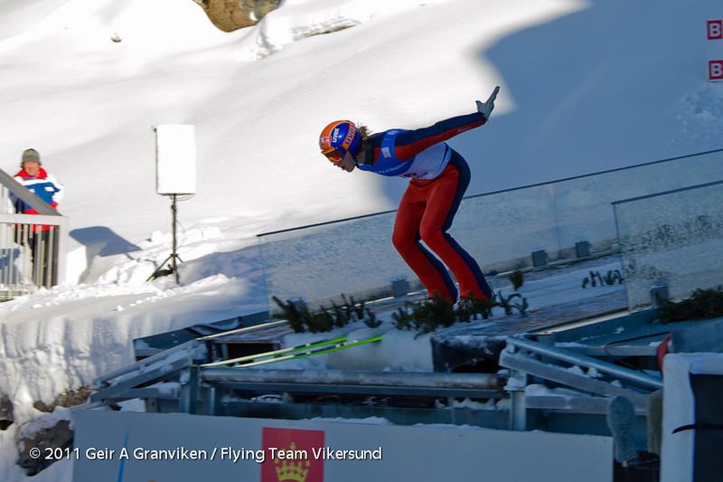 Prøvehopper Simen Grimsrud på hoppkanten under testhopping rett før Prøve-VM / World Cup sparkes i gang