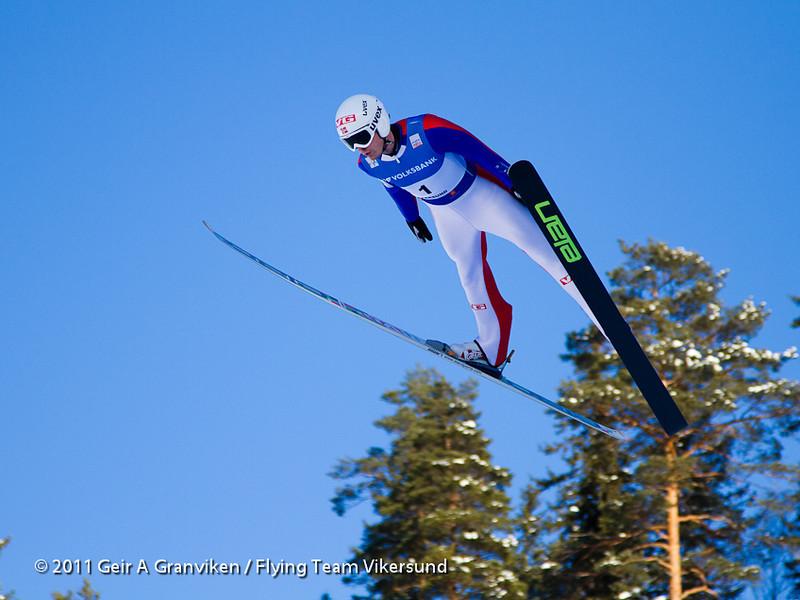 Vegard Swensen fra Asker Skiklubb og Lillehammerhopp fikk æren av å foreta det aller første testhoppet i den nye skiflygingsbakken. Han var også plukket ut til nasjonal kvote under rennet, og hopper her i prøveomgangen lørdag.
