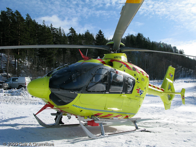 The Norwegian Air Ambulance's helicopter is on standby when the competitions in the flyng hill are taking place, in accordance with new FIS requirements