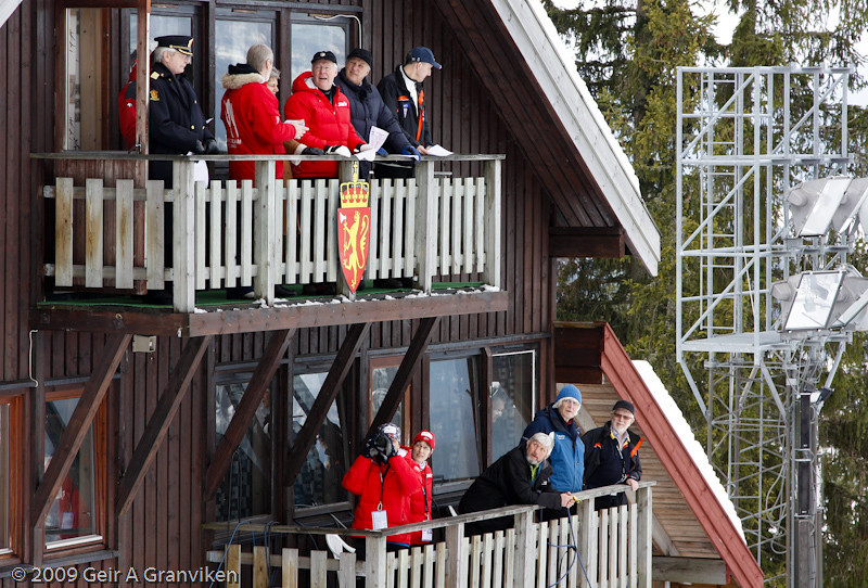 HM Kong Harald and other VIP's attending the nordic combined jumping competition