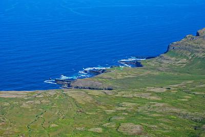 Látravík þar sem Hornbjargsviti stendur, Blakkibás gengur inn í landið.