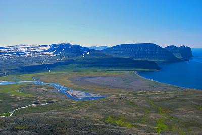Háumelar og Hafnarsandur yfir að Darra og Einbúa, Rekavíkurfjall og Hælavíkurbjarg
