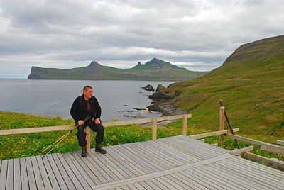 Slappað af á sólpallinum í Rekavík bak Höfn
