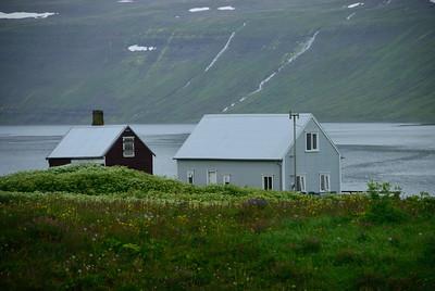 Hesteyri. Heimabæirnir. 2011.