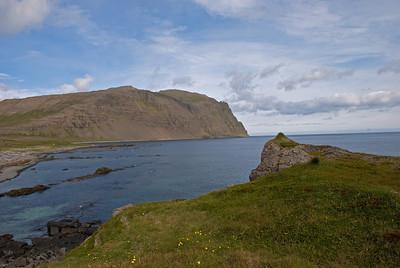 Geirhólmur hinum megin við Skjaldbjarnavík