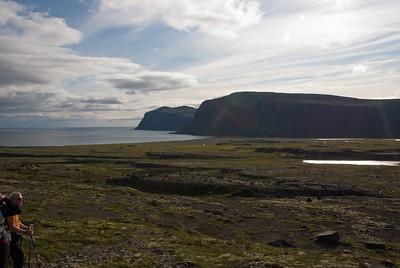 Horft yfir Reykjarfjörð, Geirhólmi í fjarska og Hryggir nær