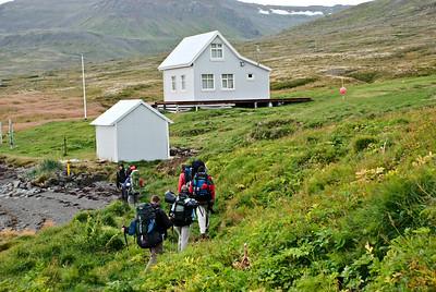 Hópurinn kemur að Dynjanda