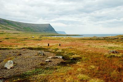 Horft frá Grunnavíkurkirkju út Grunnavík.