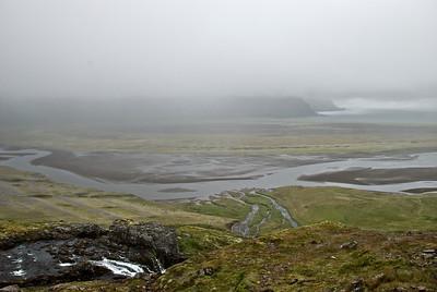 Kýrá í forgrunni. Hafnarós og Kýrvarð í Hornvík.