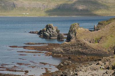 Í Rekavík bak Höfn. Hornbæirnir í bakgrunni.