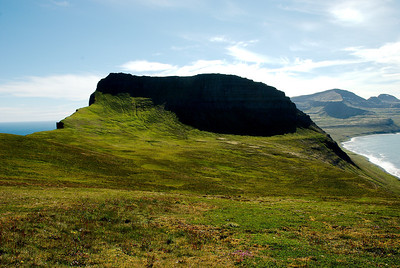 Horft yfir Ystadal að Miðfelli.