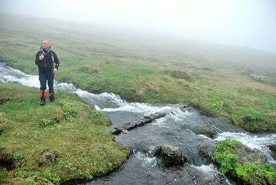 Ólafur við brú yfir læk í Látravík