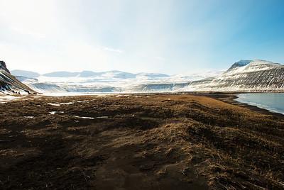 Horft inn í Hornvík. Standahjallar, Gráhjallar, Víðirshlíð, Darri, Einbúi.