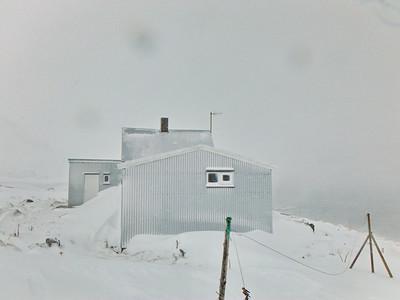 Hornvík - Horn. Frímannshús safnar snjó 2014