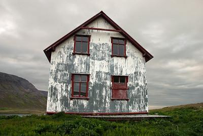 Aðalvík - Staður. Prestbústaðurinn - austurhlið