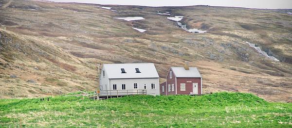 Hesteyri. Heimabær II og Heimabær I. 2012.
