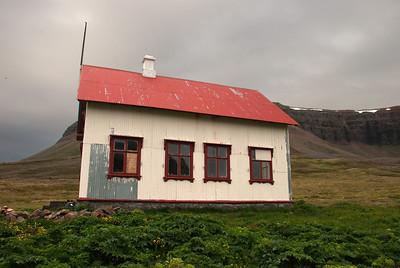Aðalvík - Staður. Prestbústaðurinn - suðurhlið