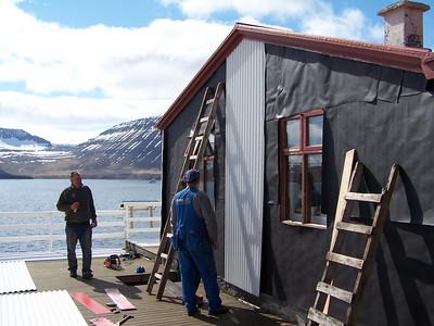 Fyrsta járnið komið á suðurhliðina, myndin tekin kl. 15.09, laugardaginn 3. júní.