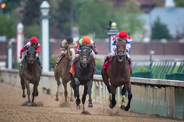 Moonshine Mullin squeaks out a win over Golden Ticket in the Alysheba Stakes at Churchill Downs on 5.2.2014.