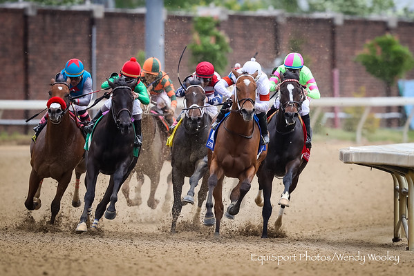 Mia Mischief (Into Mischief) wins the Eight Belles (G2) at Churchill Downs on 5.4.2018. Ricardo Santana up, Steve Asmussen trainer, William and Corinne Heiligbrodt, Heider Family Stables and Madaket Stables owners.