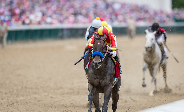 McKinzie (Street Sense) wins the Alysheba (G2) at Churchill Downs on 5.3.2019. MIke Smith up, Bob baffert trainer, Mike Pegram, Karl Watson and Paul Weitman owners.
