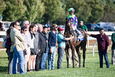 Rushing Fall (More Than Ready) wins the Jessamine Stakes (G3) at Keeneland on 10.11.2017. Javier Casstellano up, Chad Brown trainer, e Five Racing owners.