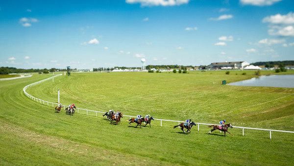 Racing action at Kentucky Downs, 9.09.17.