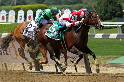 Songbird (Medaglia d'Oro) and jockey Mike Smith win the Ogden Phipps (Gr I) at Belmont Park 6/10/17. Trainer: Jerry Hollendorfer. Owner: Fox Hill Farm