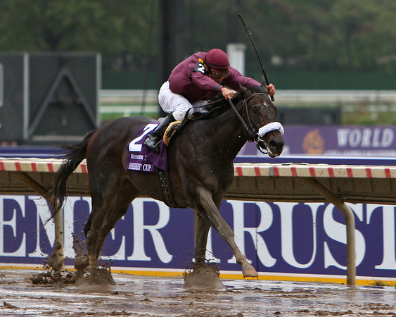 War Pass, with Cornelio Velasquez, wins the Breeder's Cup Juvenile. 10.27.2007 (EquiSport Photos)