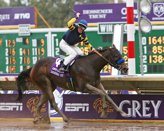 Indian Blessing, Garrett Gomez up,  wins the Breeder's Cup Juvenile Fillies. 10.27.2007 (EquiSport Photos)