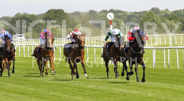 Race 1 - Storm Ahead _16B6959