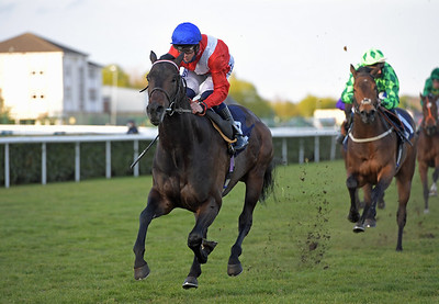 TWILIGHT CALLS with David Probert wins Follow At The Races On Twitter Novice Stakes at Doncaster 1-5-21.